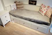 Jugendbett ausziehbar und mit Nachttisch
