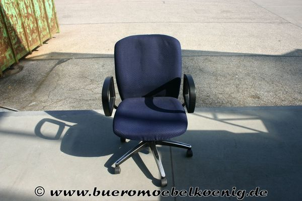 Stuhl Drehstuhl in blau von