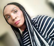 Afrikanische Dame auf der Suche