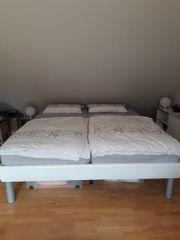 neuwertiges Doppelbett 200x180 mit Lattenrost