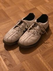 Golfschuhe der Marke Adidas