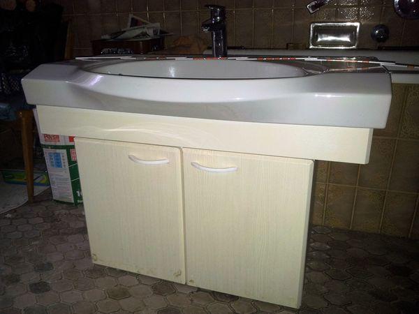Behindertenfreundliches Waschbecken ink Mischbatterie Unterschrank