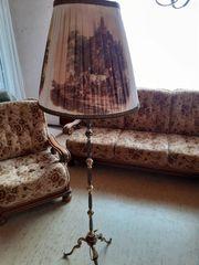 Stehlampe mit Lampenschirm