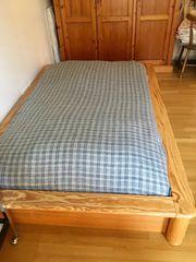 Bett aus Holz massiv