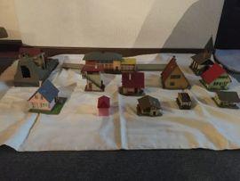 Modelleisenbahnen - Eisenbahn H0 Kleinteile Häuser Bäume