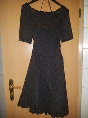 Kleid mit Spitze mit leichtem