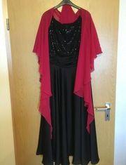 Schwarzes Pailletten Abendkleid rote Stola