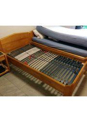 Massivholz Betten inkl Nachtschränke je