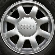 Audi-8-Arm-Alufelge 7J x 15