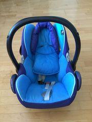 Maxi-Cosi Babyschale mit Sitzverkleinerung in