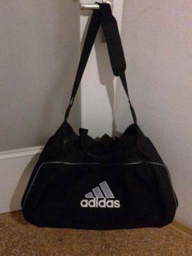 Bild 4 - Adidas Sporttasche Tasche Reisetasche schwarz - Esslingen am Neckar Oberesslingen