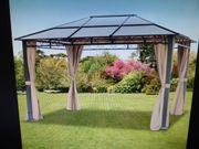 Pavillon mit einem festen Dach