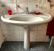 Waschbecken mit bodentiefer Säule und