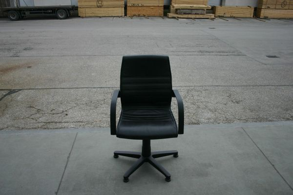 Stuhl Konferenzstuhl in schwarzem Leder -
