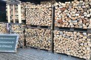 Brennholz ofenfertig geschlichtet direkt in
