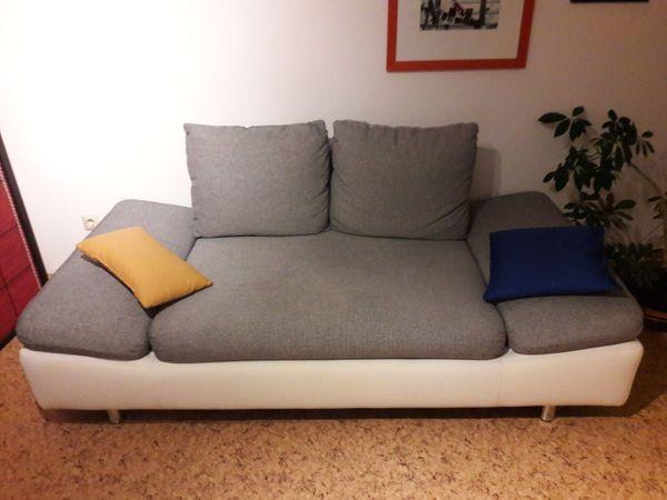 Gemütliche Couch fürs Wohnzimmer