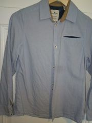 Schickes hellblaues Hemd von Tom