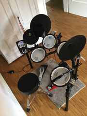 Verkaufe absolut neuwertiges Drum-Set Roland