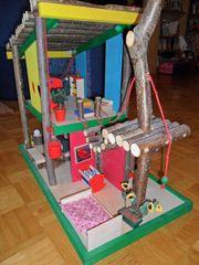 Puppenhaus als Baumhaus inklusive Zubehör
