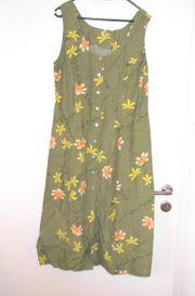 NEUWERTIGES grünes längeres Kleid m