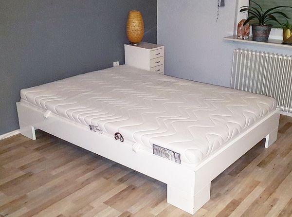 Bett weiss Hochglanz 140x200cm mit Matratze und Lattenrost in Leimen ...