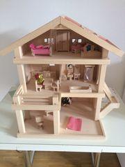 Puppenhaus mit Puppenmöbel