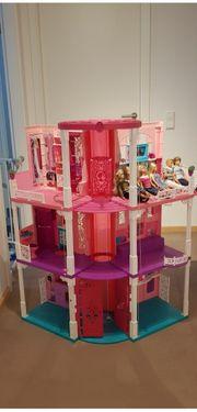 Tolles Barbiehaus mit 5 Puppen