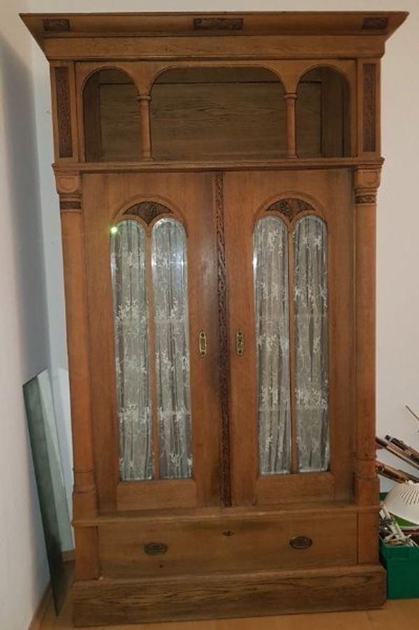 Alter Vitrinenschrank mit Schublade und Glastüren, Eiche, sehr schönes Dekor