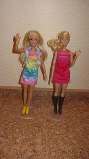 2 Barbies
