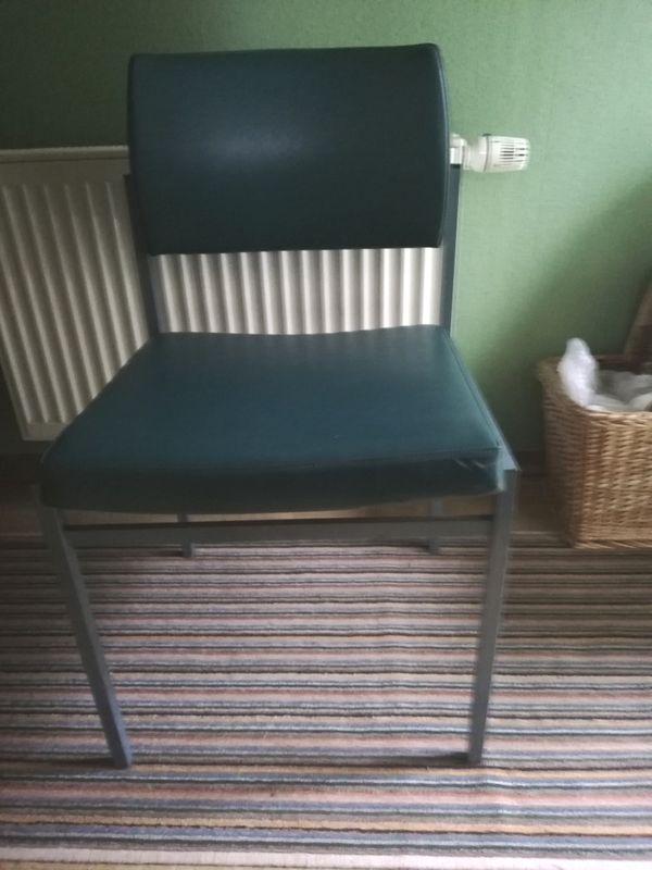 2 Stühle a 10 Euro