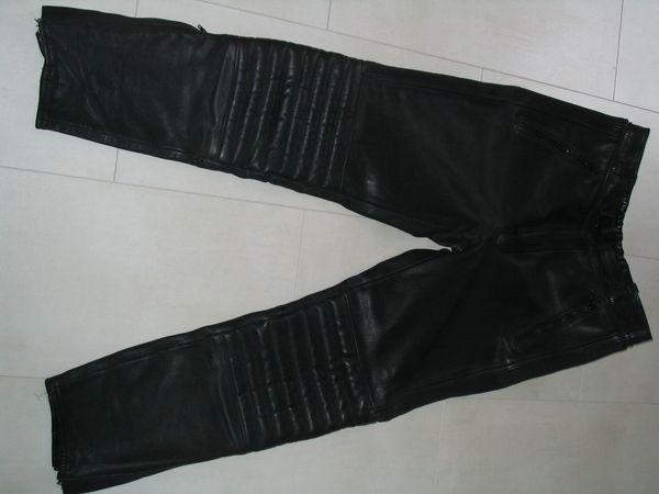 Motorrad Lederhose und Lederjacke