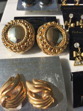 Flohmärkte, Flohmarktartikel - Modeschmuck Ohrringe neu 80 Stück