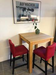 Massivholz-Tisch Wildbuche moebelum zwei Barstühle