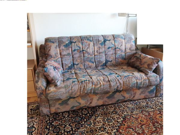 Bequemes Schlaf - Sofa mit geteiltem Lattenrost 140cm x 200cm zu verschenken