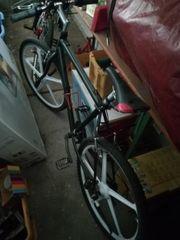 2 Mountainbikes für Bastler