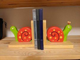 Holzspielzeug - Hübsches Schnecken-Buchstützen Set aus Massivholz