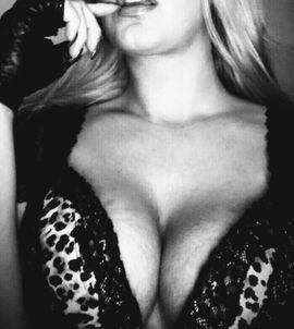Erotische Bilder & Videos - Brüste Füße Dominanz Videos Bilder