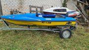Kleines schnittiges Motorboot mit 40
