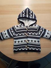 kuschlige Jacke von Babysana - schwarz-weiß -