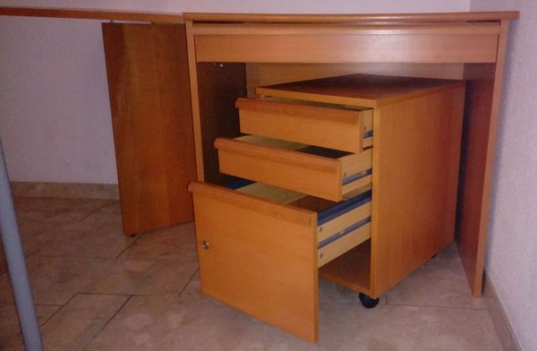 Schreibtisch - Kombination ANTON von IKEA aus Buchenfurnier - Remchingen - Wir verkaufen eine Schreibtisch-Kombination der Serie ANTON von IKEA aus Buchenfurnier an Selbstabholer.Der Schreibtisch besteht aus einem rechteckigen Schreibtisch und einem kleinen quadratischen Tisch mit abklappbarer Ecke, die sowohl recht - Remchingen