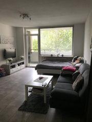 Viele Möbel zu verkaufen Bett