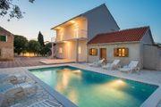 Villa mit Pool für 8