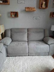 2 neuwertige Sofas