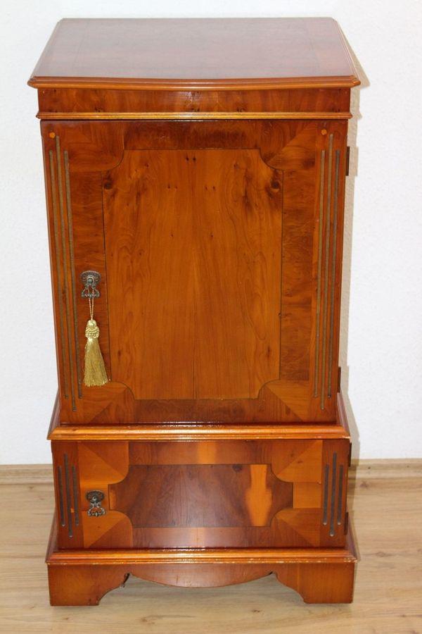 Englisches Möbel TV HIFI Schrank