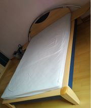 Bett zweifarbig