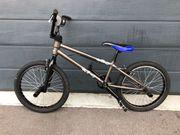 BMX Rad gebraucht Innenliegende Kabel
