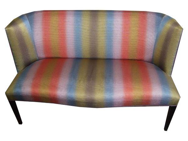 Couch mit dazugehörigem Hocker im