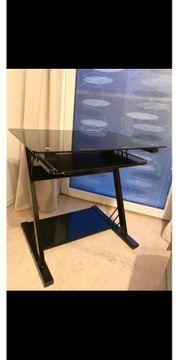 PC-Tisch mit Ausziehfunktion