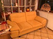 2-Sitzer-Couch mit Metallfuß