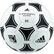 Fussball von Adidas